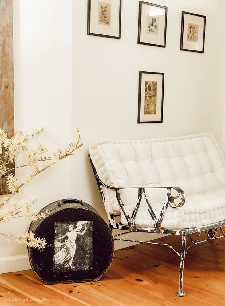 Wrought Iron Chair Makeover in a home entryway