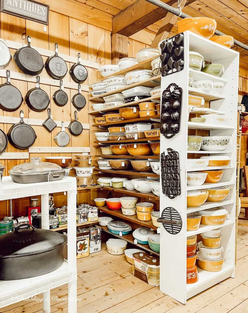 Display of old dishes in a store