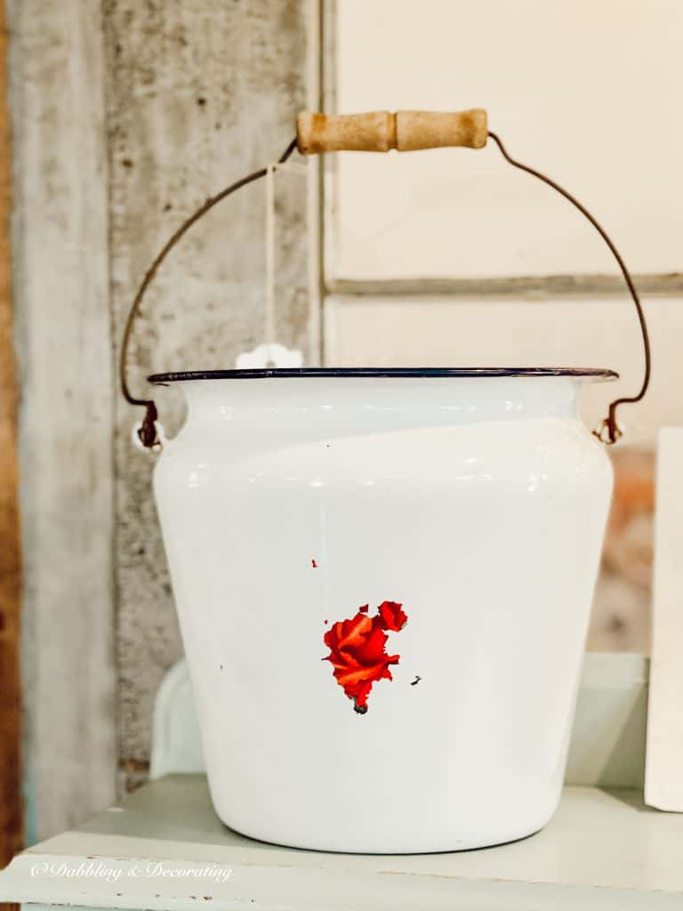 white enamal bucket