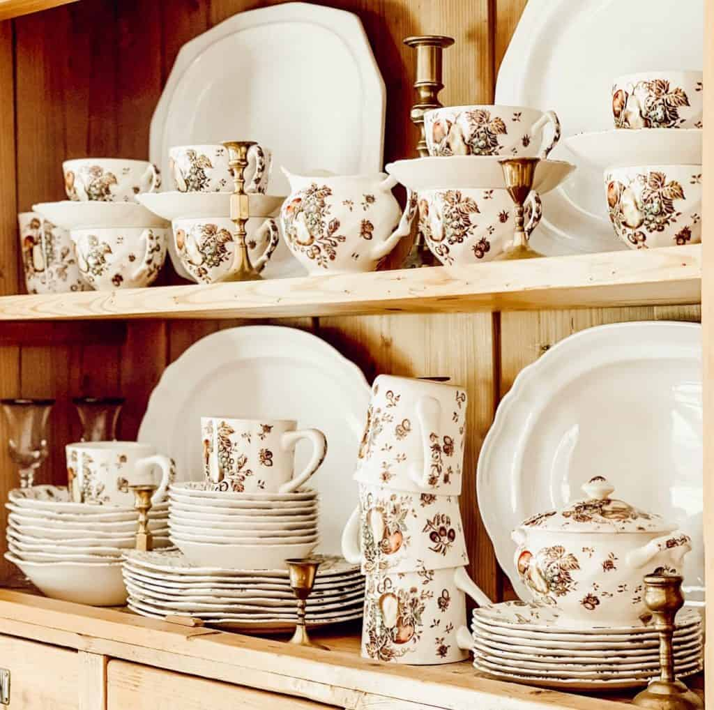 Autumn's Delight Dishware Collection in the season of vintage.